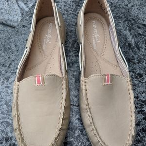 Natural Soul by Naturalizer Beige Loafers Size 8M